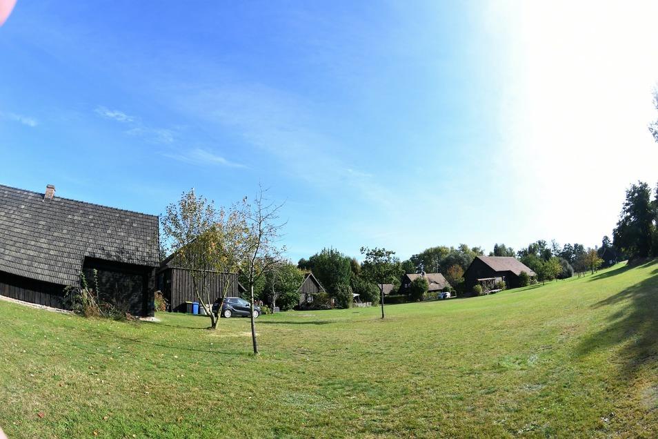 Auf dieser Fläche zwischen dem Nähkästchen im Erlichthof und dem benachbarten Auszeit-Idyll könnte der Vierseithof mit dem geplanten Museum seinen Platz finden.