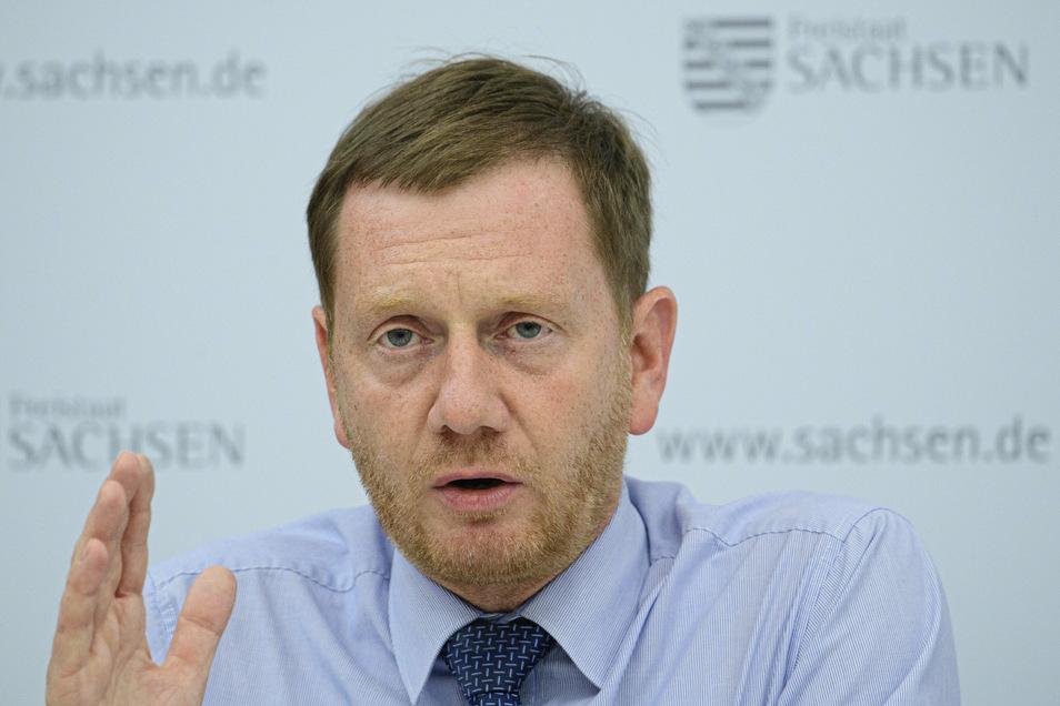 Sachsens Minister Michael Kretschmer scheut sich nicht davor, mit den Bürgern ins Gespräch zu kommen. Damit ist der Landesvater bisher gut gefahren.