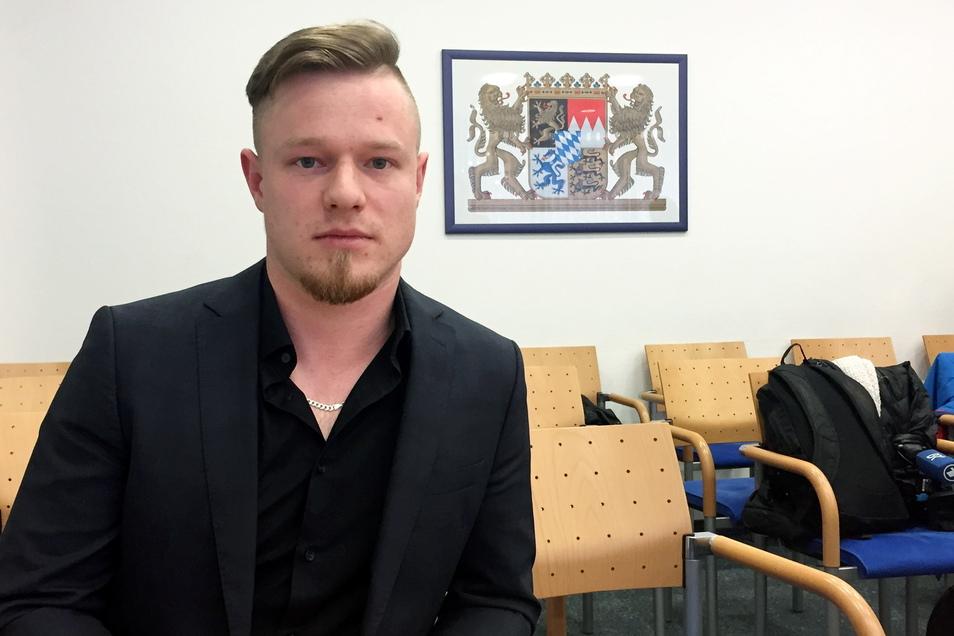 Max Schöps ist der Kläger im sogenannten Schatzsucher-Prozess sitzt im Bayerischen Verwaltungsgericht. Der Hobbyschatzsucher hatte eine «Hitlermühle» genannte Chiffrier-Maschine aus dem Zweiten Weltkrieg 2017 in einem Wald bei Aying in Oberbayern gefunden