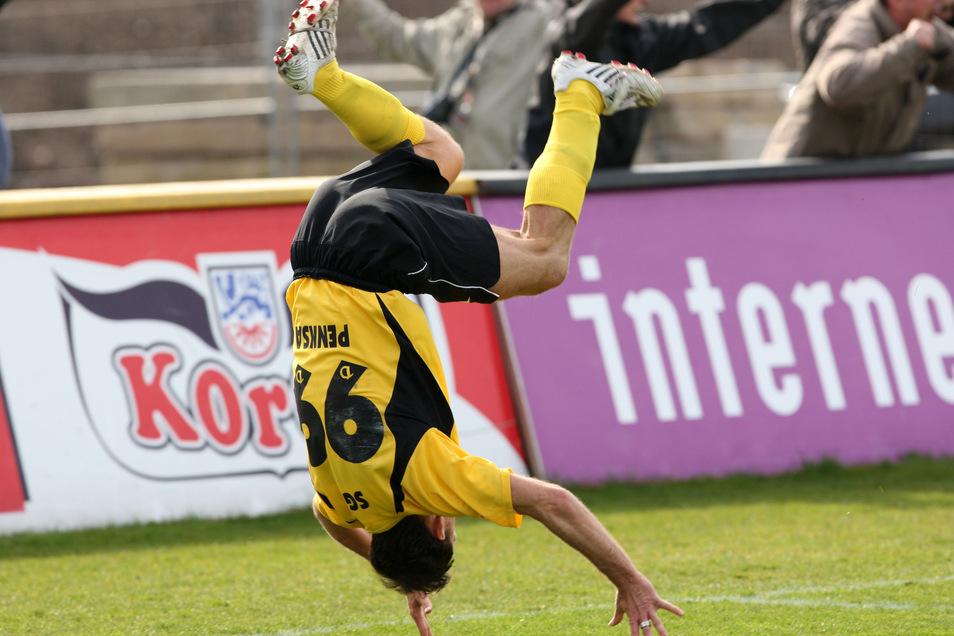 """Die """"Penksarolle"""" schlägt der kleine Marek auch bei seinem zweiten Gastspiel in Dresden 2007/08. Die Rückennummer 99 ist inzwischen ein weiteres seiner Markenzeichen."""