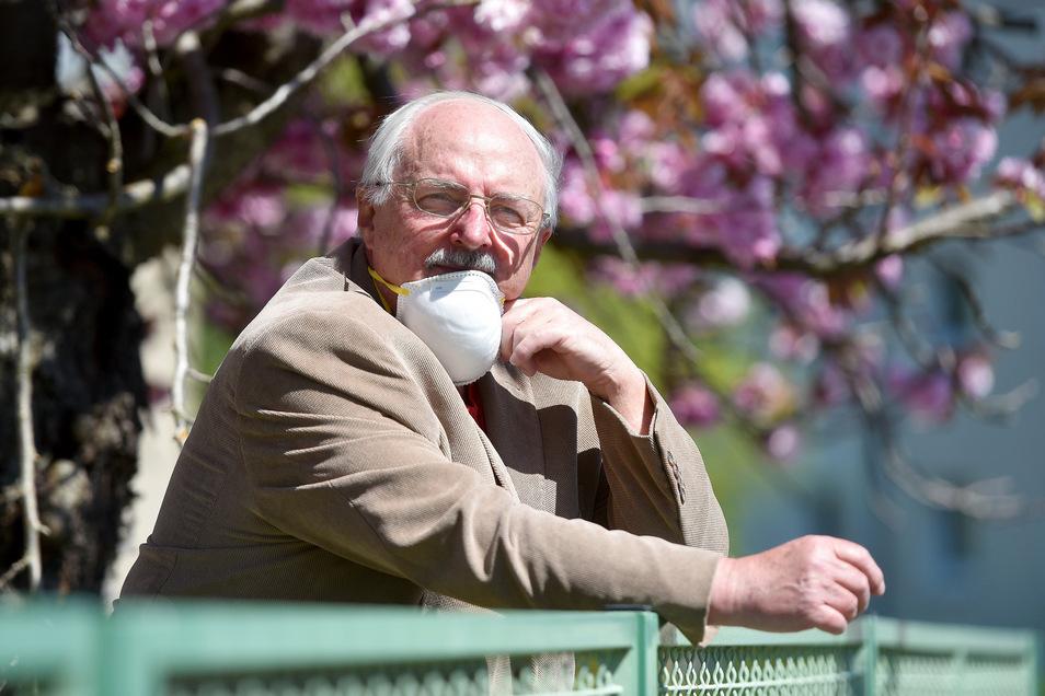 Der Vorsitzenden des Kreisseniorenrates Joachim Herrmann wohnt in Löbau und ist gern in der Natur. Eine Alltagsmaske hat er in der Öffentlichkeit stets dabei.