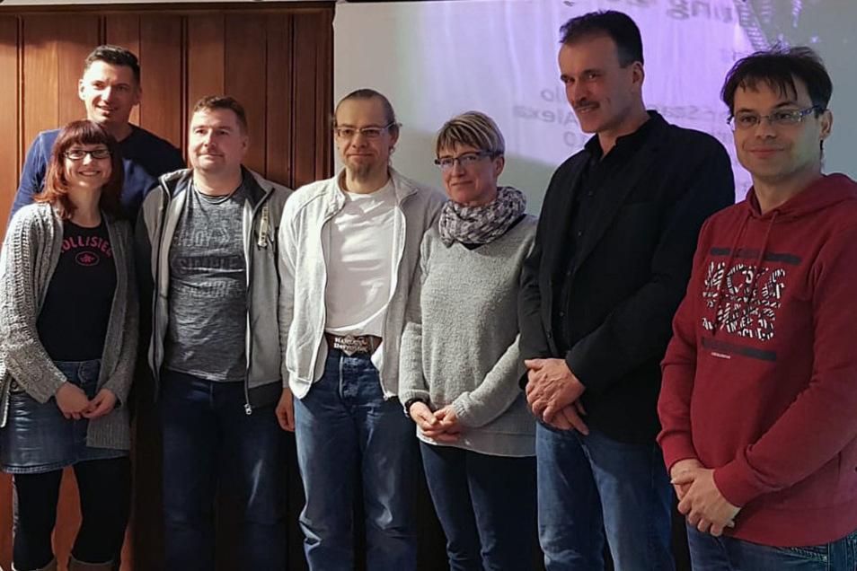 Der neue, erweiterte Vorstand des Roßweiner Schützenvereins: Cindy Girbig (von links), Andreas Weiner, René Hübsch, André Glöckner, Katrin Hübsch, Toralf Dörner und Jens Benedix.