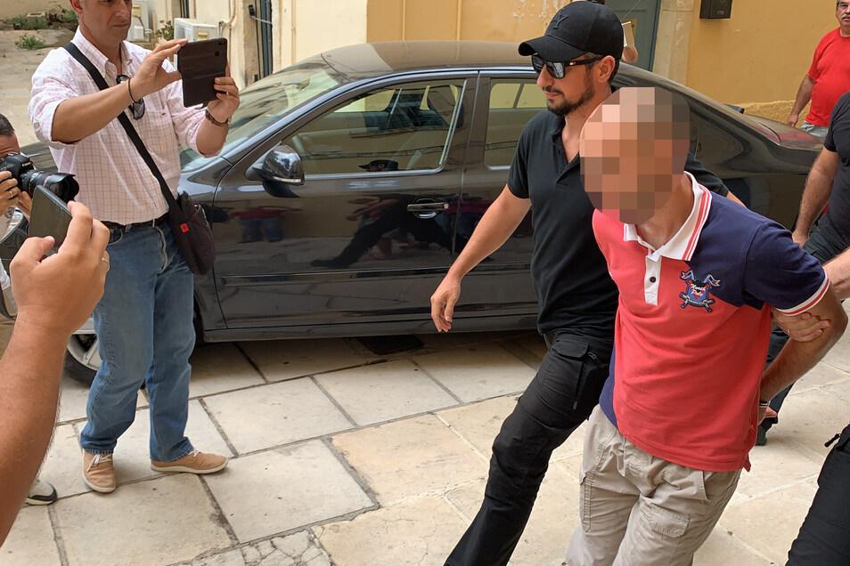 Der mutmaßliche Täter bei seiner Verhaftung.