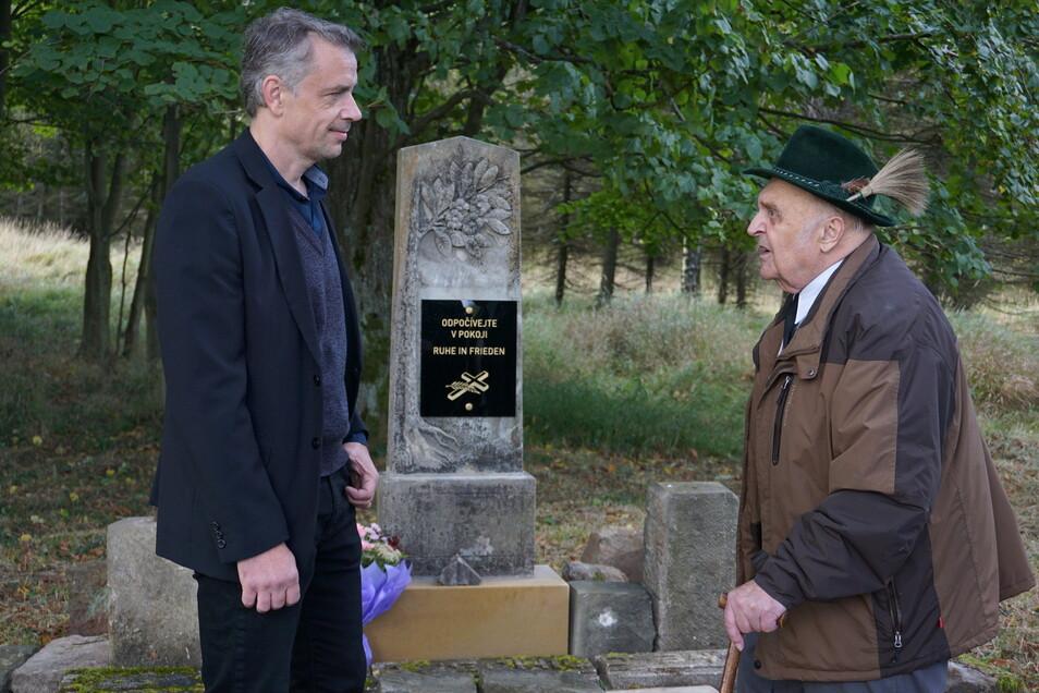 Bürgermeister Miroslav Kalvas und Gerhard Hahnel, der mit 13 Jahren vertrieben wurde.