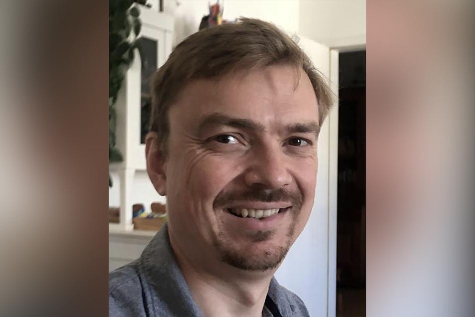 Prof. Dr. Andreas Thom, geboren 1977 in Dresden, ist seit 2014 Professor für Geometrie an der TU Dresden. Gleichzeitig ist er wissenschaftlicher Direktor des Erlebnislandes Mathematik und Mitglied der Max-Planck-Gesellschaft.