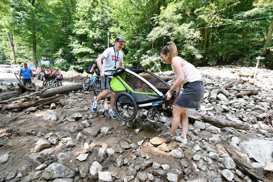 Im Sommer dieses Jahres stießen die Urlauber Laura König und Mathias Richter auf ungeahnte Hindernisse bei ihrem Ausflug ins Kirnitzschtal.