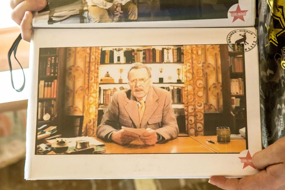 """Sie haben viele Spuren hinterlassen, die Macher von """"The Grand Budapest Hotel"""", Ronny Förster kann die Stelle dieser Szene genau zeigen. Auch die Tapete dieses Sets ist noch an der Wand."""
