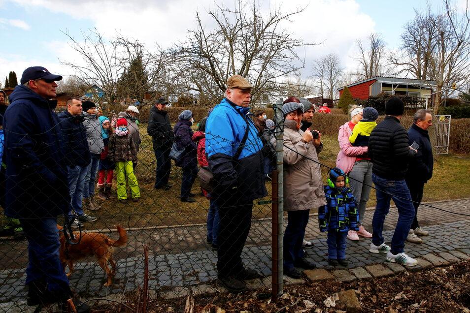 Viele Schaulustige verfolgten das Geschehen in Bretnig.