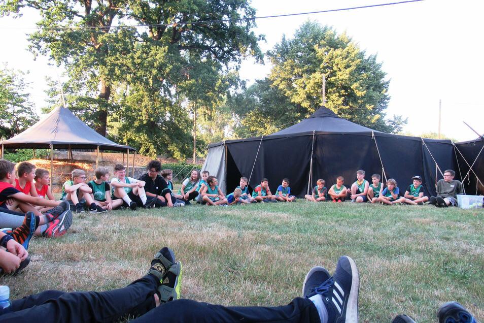 Gelassene Ferienstimmung im Ritterlager in Skassa.