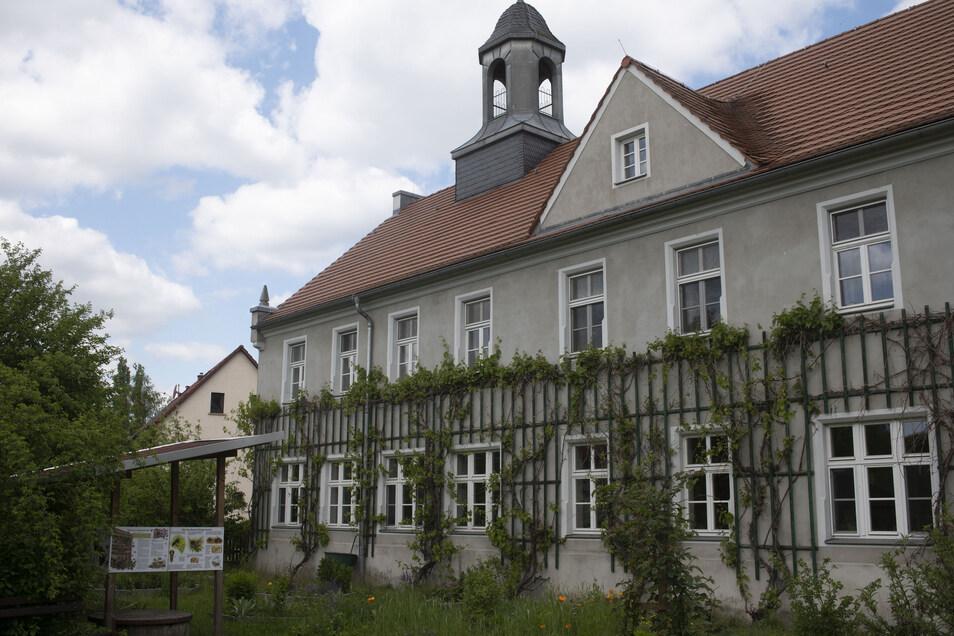 In der früheren Schule von Grüngräbchen bei Kamenz befindet sich heute ein Schullandheim. Eines von fünf im Landkreis Bautzen und unter dem Dach des Schullandheim-Vereins als Betreiber.