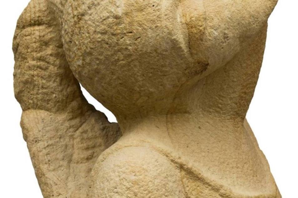 """Steine in Kamenz  """"Sprechende Steine – erlebte Bilder"""" heißt eine Schau mit Skulpturen von Cvetanka Kirilova Schnorrbusch und Malereien sowie Grafiken von Gudrun Otto im Museum der Westlausitz in Kamenz. Sie wird am 9. März eröffnet. Die Künstlerinnen, eine stammt aus Bulgarien, die andere aus Thüringen, holen sich ihre Inspiration aus der Natur.    www.museum-westlausitz-kamenz.de"""