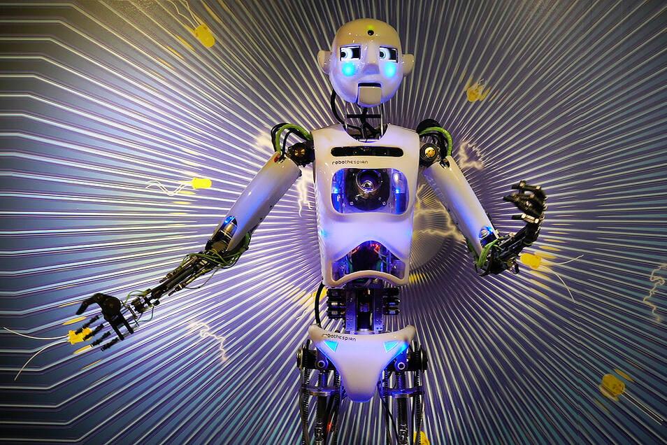 Der erste sprechende Roboter Tschechiens Thespian kommuniziert in 20 Sprachen.