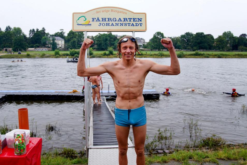 Zuerst im Ziel: Martin Liegert (26) schaffte die dreieinhalb Kilometer lange Strecke vom Blauen Wunder bis zum Johannstädter Fährgarten am schnellsten.