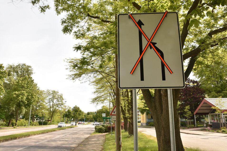 Auf der Weinertstraße in Richtung Klinikum sind jetzt wieder beide Fahrspuren freigegeben. Die eingerichtete Parkspur war nicht angenommen worden.