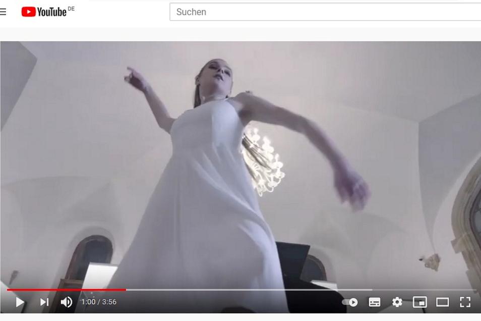 Ein Geist tanzt im Video durchs Nordböhmische Museum.