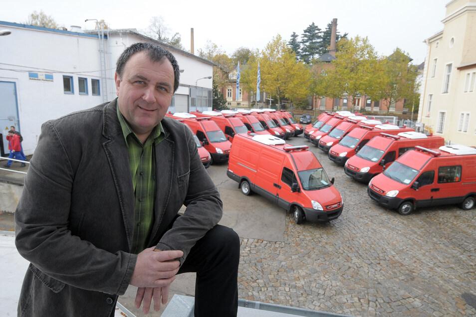 Bei Feuerwehrautos kennt sich Andreas Neu und seine Brandschutztechnik Görlitz GmbH aus. Das Foto zeigt ihn auf dem Firmengelände an der Kahlbaumalle in Görlitz.