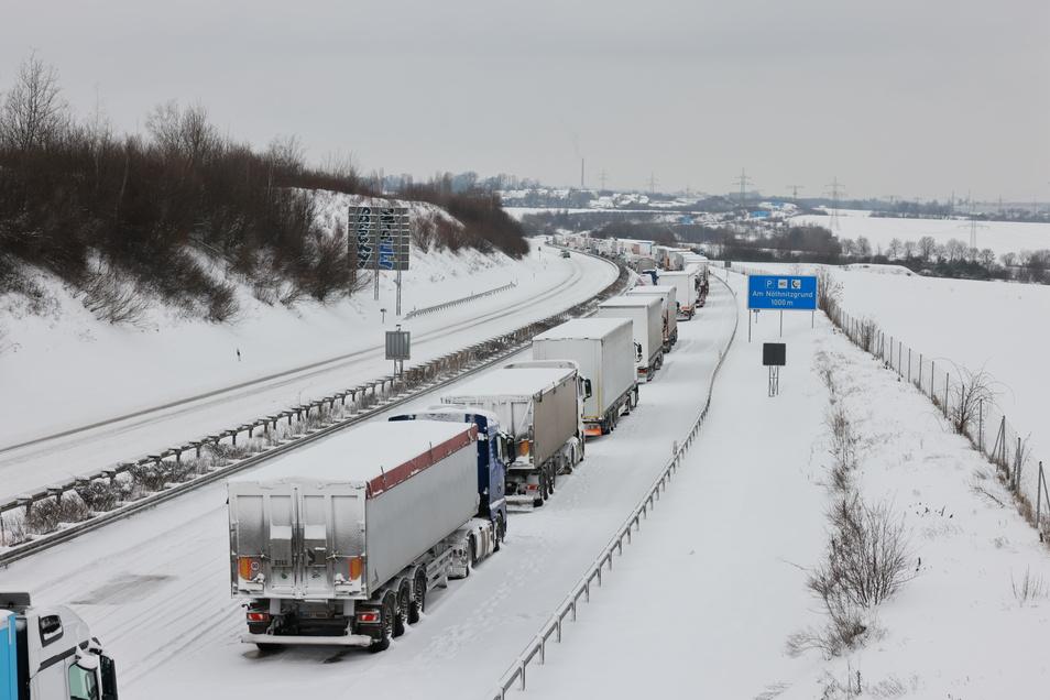 Alles steht auf der Autobahn 17 in Richtung Dresden.