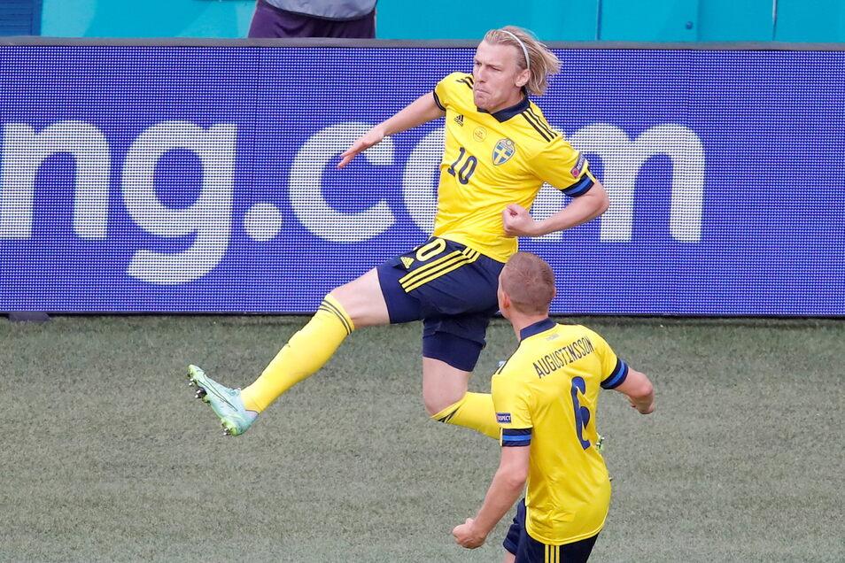 Der Schwede Emil Forsberg (l.) bejubelt sein Tor zum 1:0. Es war das zweitschnellste Tor der EM-Geschichte.