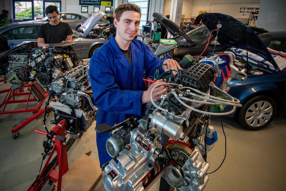 Johann Eulitz lernt am Beruflichen Schulzentrum Döbeln im ersten Lehrjahr den Beruf des Kfz-Mechatronikers. Nachdem die Ausbildung vom Kultusministerium bereits nach Freiberg verlegt worden war, gibt es jetzt eine neue Chance für Döbeln.