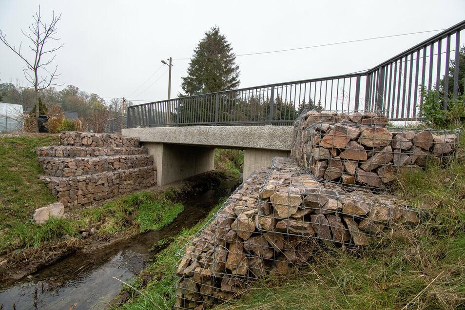Die Brücke über die Jahna im Zschaitz-Ottewiger Ortsteil Baderitz ist im Jahr 2017 neu gebaut worden. Nach Auffassung eines Anwohners bietet das Bauwerk nicht genügend Schutz vor Hochwasser.