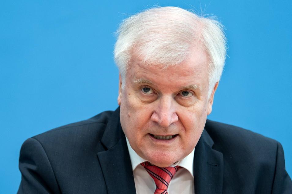 Bundesinnenminister Horst Seehofer (CSU) geht davon aus, dass die drei in Deutschland und Dänemark festgenommenen Syrer einen Terroranschlag geplant hatten.