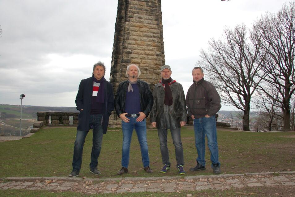 Andreas Schulz, Marcus Lobe, Harry Kraut und Heiko Jacobs spielen ein Lied zum Stadtgeburtstag ein.