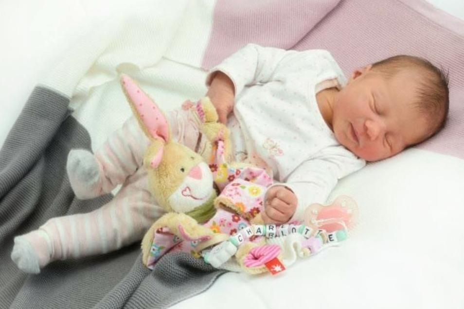 Charlotte Leubner;Geboren am 20. Oktober 2020; Geburtsort: Zittau; Gewicht: 3.164 g; Größe: 49 cm; Eltern: Ellen Leubner und Toni Siegemund; Wohnort: Zittau
