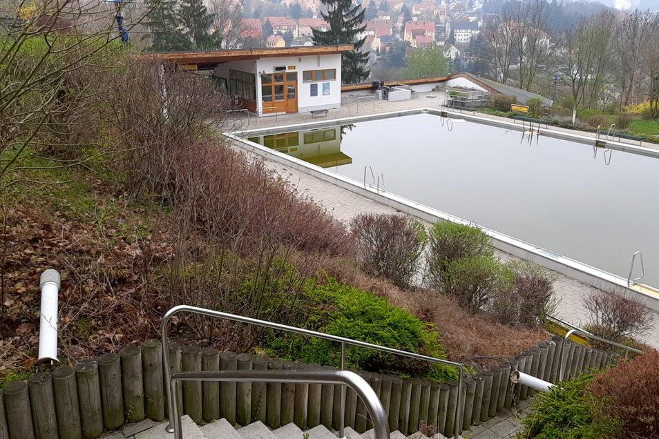 """Vandalismus im Freibad """"Windi"""" in Freital. Unbekannte haben die Beleuchtungsanlage zerstört."""