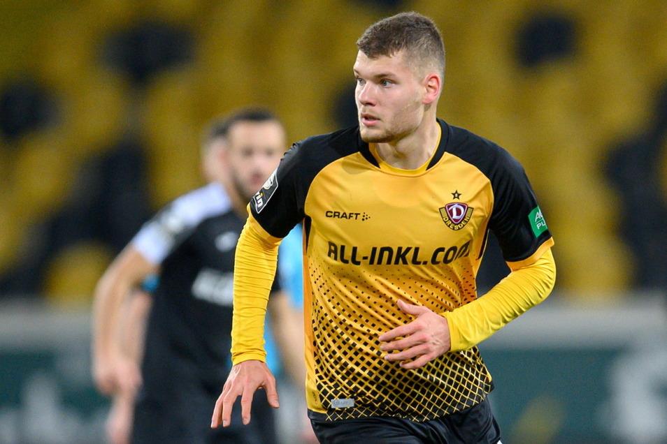 Kevin Ehlers ist in der Jugend von Hansa Rostock zu Dynamo gewechselt, nun trifft er auf seinen Ex-Verein - bei dem sein Vater auf der Bank sitzt.
