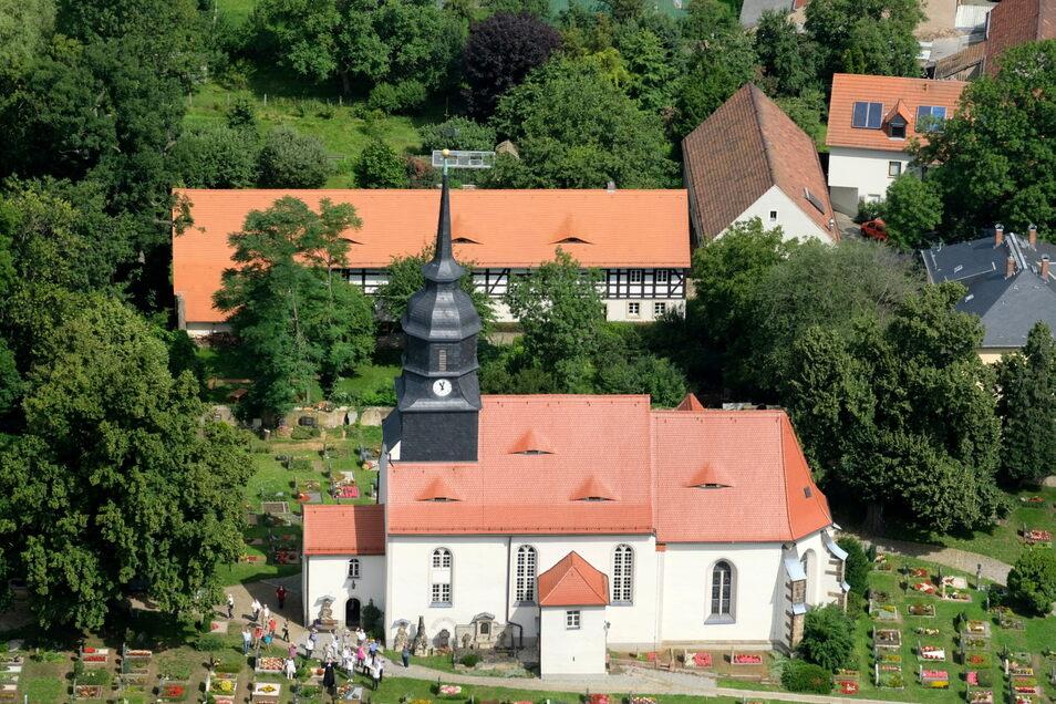 Am Sonntag konnte Johannes Mittrach bei bestem Wetter seinen Preis einlösen: ein Rundflug über das neue Kirchspiel in der Lößnitz. Nicht nur in Reichenberg winkten ihm Besucher des Gottesdienstes zu.