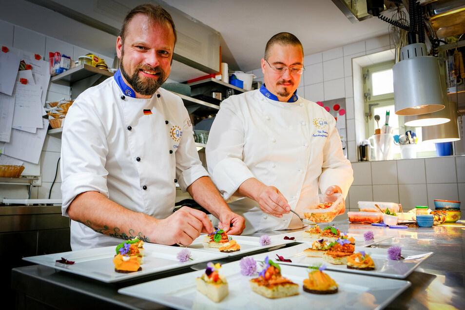 Tobias Freudenberg (links) und Tilo Hamann halten sich an einen Ehrenkodex europäischer Köche: Sie verzichten auf Fertigprodukte und verwenden regionale, hochwertige Zutaten.