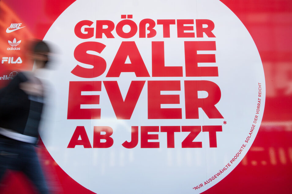 Große Sale-Schilder üben längst keinen so großen Reiz auf die Kunden mehr aus, wie sie es einst taten. Der Handel muss sich etwas neues einfallen lassen - nur was?