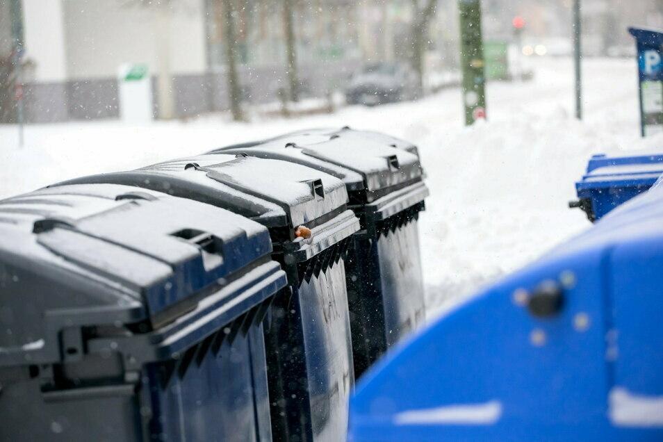 Schnee, Eis und Frost behindern die Müllabfuhr gerade erheblich.