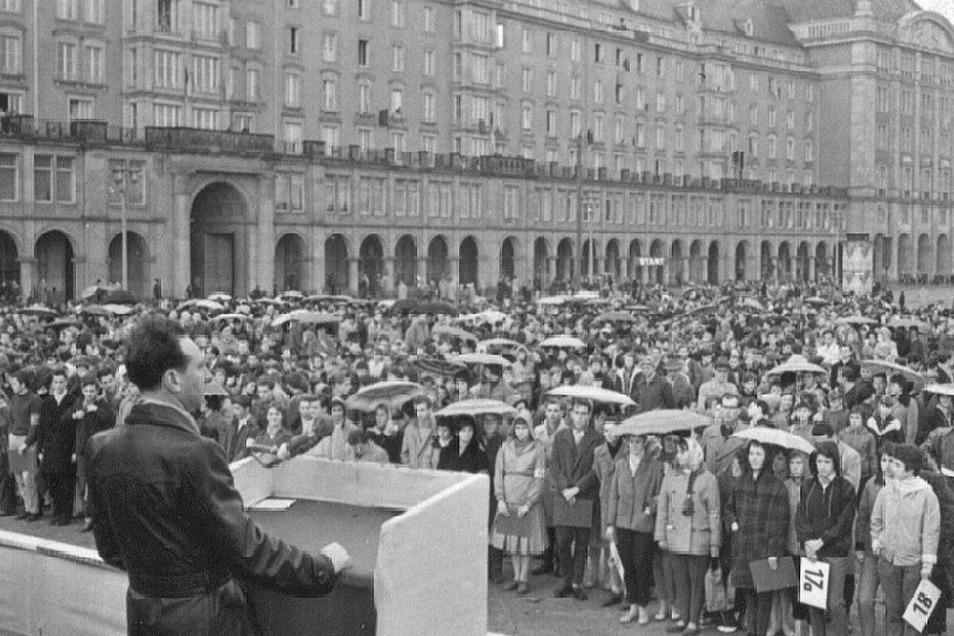 Reden vor Menschenmassen: als erster Stellvertreter des Dresdner Oberbürgermeisters.