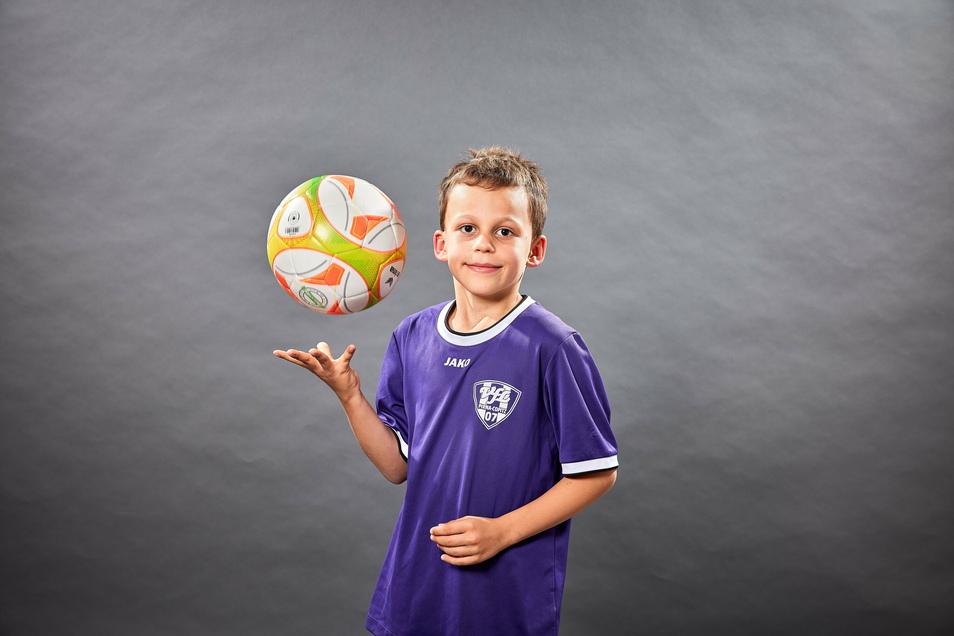 Lorenzo Prag liebt Fußball. Er öffnet heute das 16. Türchen vom SZ-Adventskalender.