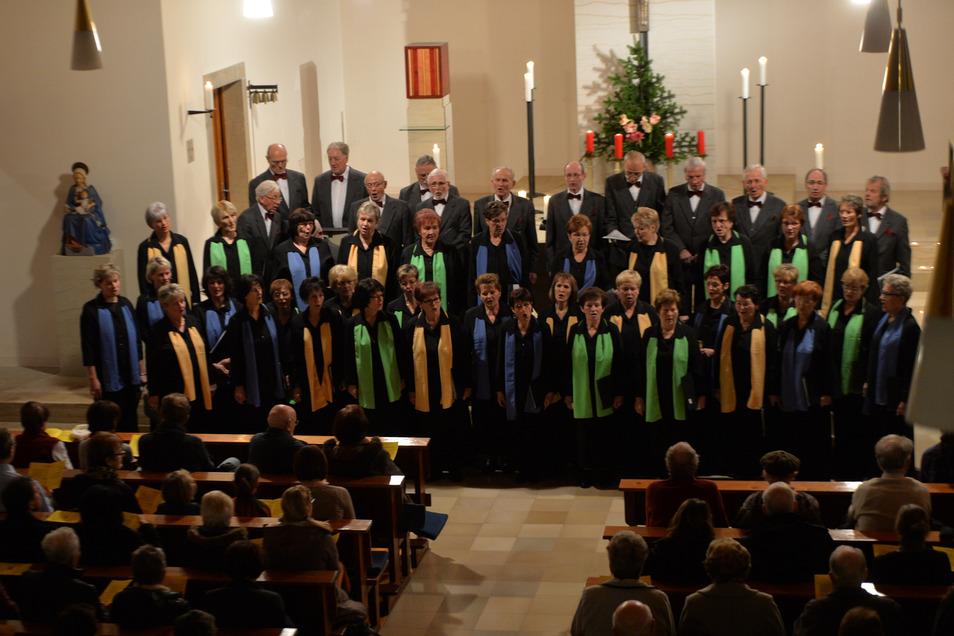 Der Silcher-Chor aus Dipps - hier bei einem Auftritt in der katholischen Kirche zu Dippoldiswalde - lädt am Sonnabend zum gemeinsamen Singen ein.