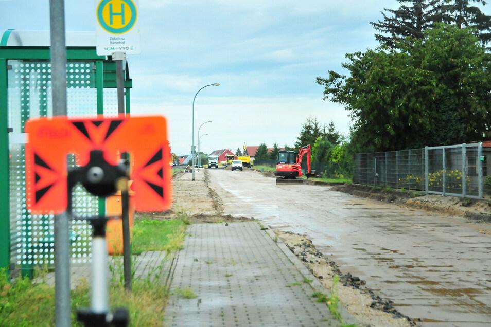 Um den Straßenbau in Zabeltitz gab es im Vorfeld einige Diskussionen und Forderungen. Jetzt haben die Arbeiten begonnen.