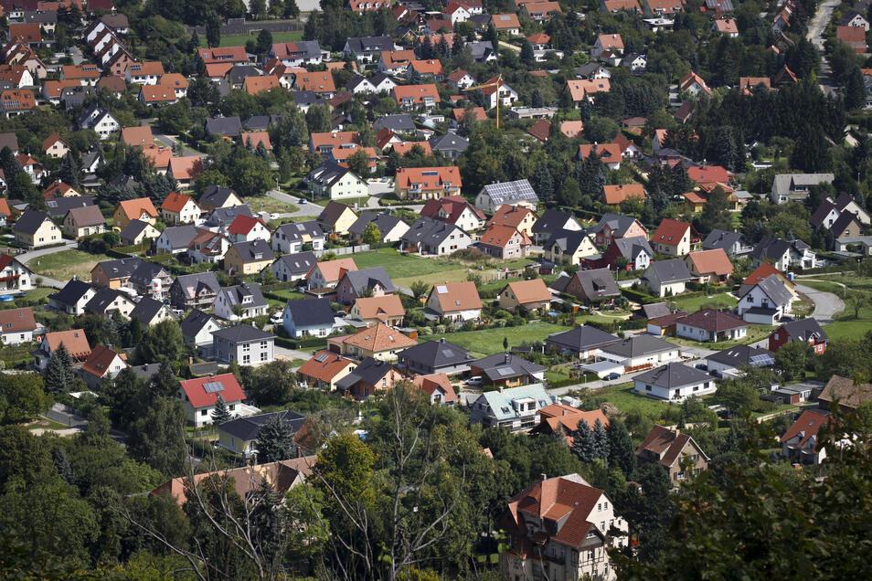 Der Blick von der Landeskrone zeigte es schon vor sieben Jahren: In Biesnitz sind immer mehr Einfamilienhäuser entstanden.