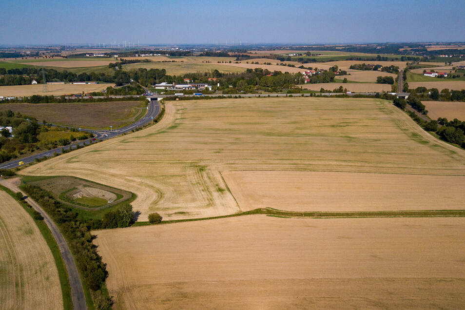 Das künftige Gewerbegebiet Döbeln Nord aus der Luft. Etwa 16 Hektar sollen am Schnittpunkt von A 4 und B 169 für Gewerbeansiedlungen entwickelt werden. Ein großer Teil der Flächen waren schon im Besitz der Stadt. Eine weitere Fläche kommt durch Taus