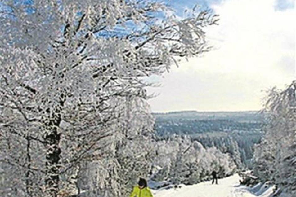 Dr. Peter Rölke, Skitourenführer Osterzgebirge, 128 Seiten, Berg- & Naturverlag Rölke, 15,90 Euro; erhältlich u.a. in allen SZ-Treffpunkten, in Bergsportläden und im Buchhandel.