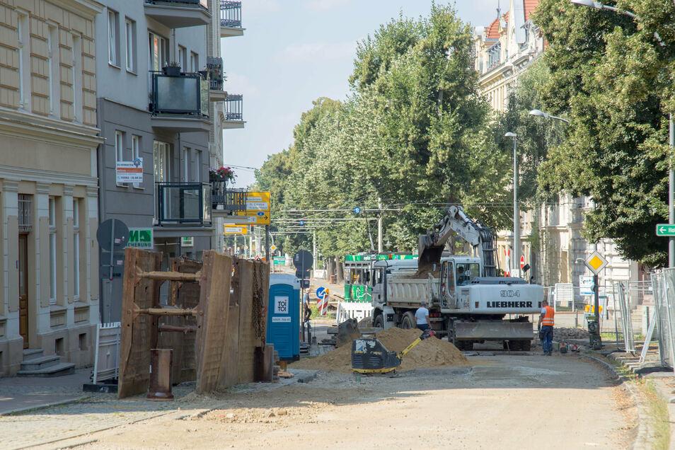 Die Biesnitzer Straße ist derzeit zwischen Kamenzer Straße und Netto-Markt wegen Bauarbeiten voll gesperrt.
