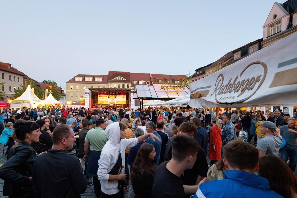 Schon zur Eröffnung am Freitag war der Marktplatz voller Besucher.