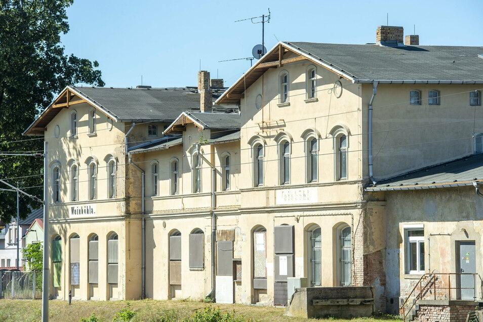 Die Gemeinde Weinböhla will ihr Vorkaufsrecht nutzen und ihren Bahnhof kaufen, dagegen klagt der derzeitige Besitzer.