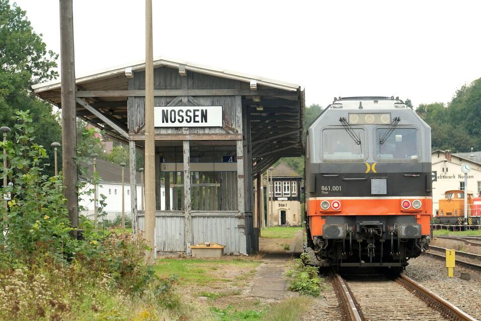 Damit auf dem Bahnhof Nossen wieder Personenzüge einfahren, muss die Leit- und Sicherungstechnik generalüberholt werden.