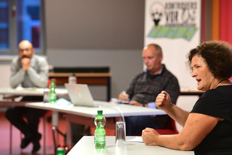 Gabriela Lebsa , Vertreterin der Bürgerinitiative für die Begrenzung der Wolfspopulation.