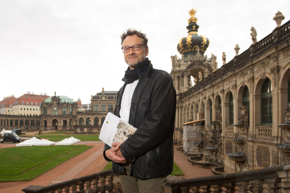 Im fast 300 Jahre alten Zwinger ist Bauhistoriker Hartmut Olbrich auf viele überraschende Details gestoßen.