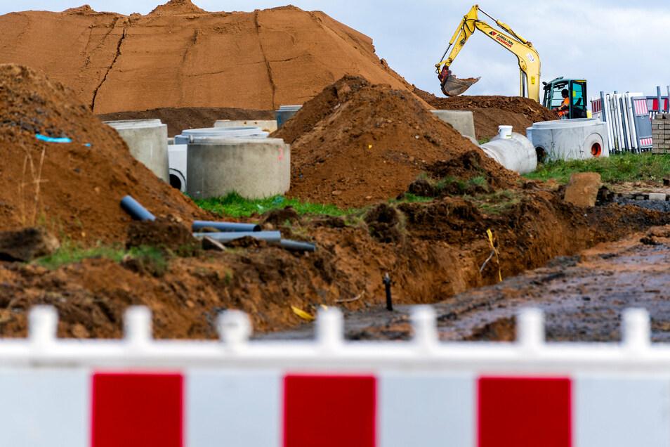 Mit der Erschließung im neuen Wohngebiet an der Heinrich-Hertz-Straße in Neustadt wurde begonnen.