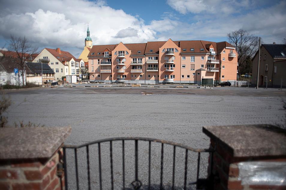 Auf dieser leeren Fläche in Pulsnitz stand mal die Sportstätte Kante. Jetzt soll sie erst einmal als provisorische Parkfläche genutzt werden.