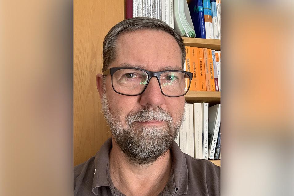 Jens Papke betreut und behandelt seit 33 Jahren Krebspatienten. Er hatte vor 18 Jahren mit anderen in Neustadt/Stolpen versucht, ein Hospiz aufzubauen.