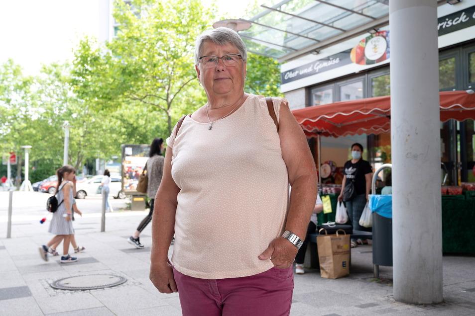 Rentnerin Hannelore Schönfelder (71) kam 1989 nach Prohlis, hier gab es genug Platz für ihre Familie.